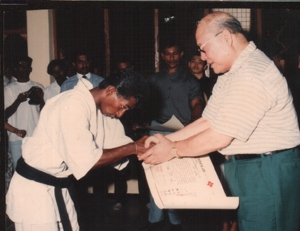 Receiving  Shodan certificate from Sosa.Oyama-1991